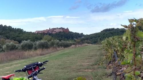 Pique-nique face à Roussillon